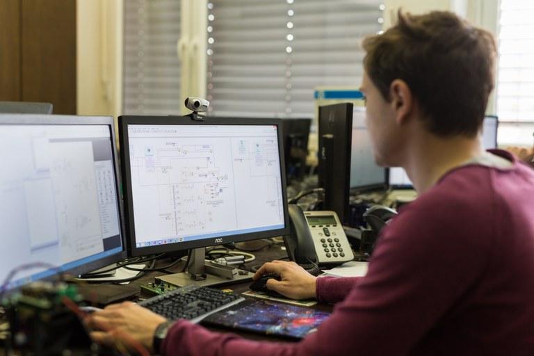 Evropska sredstva za uporabo informacijsko-komunikacijske tehnologije v visokošolskem pedagoškem procesu
