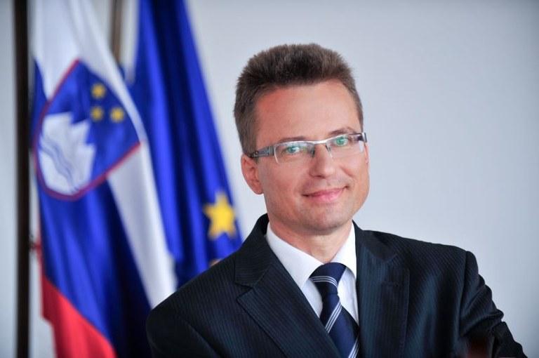 Minister Černač na Radiu Ognjišče: »Slovenski načrt za okrevanje in odpornost je usmerjen v prihodnost.«