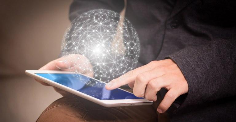 Nepovratna sredstva iz pobude React-EU za digitalno preobrazbo malih in srednje velikih podjetij