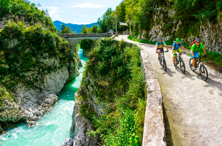 Spodbujamo trajnostno mobilnost: Evropska sredstva za kolesarsko povezavo Tolmin-Modrej